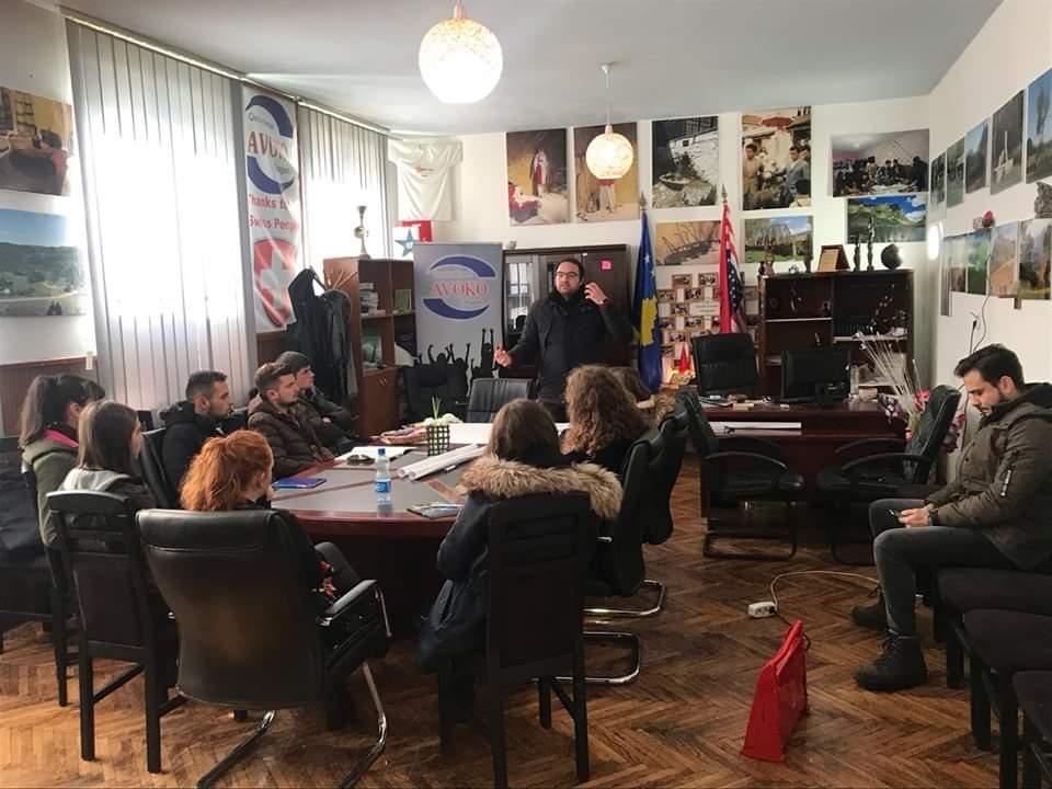 Peer Educators Network trajnoi vullnetarët e OJQ Avoko në Dragash