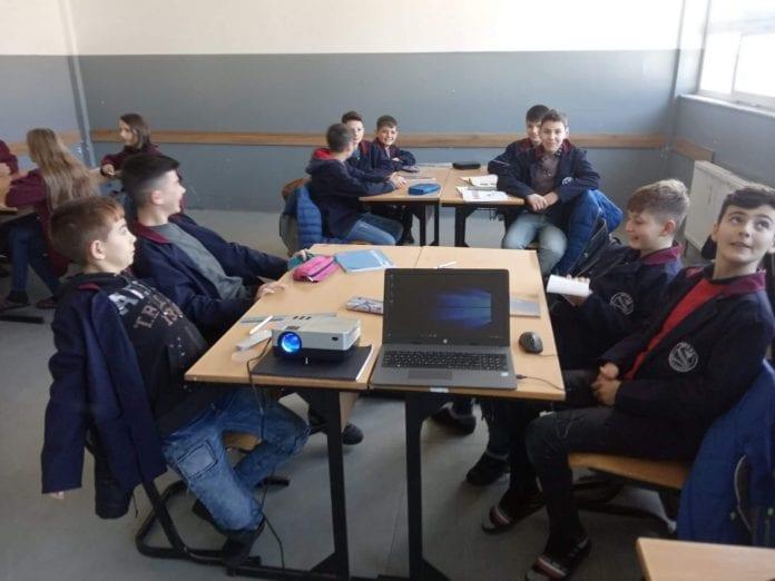 Shkollat e Dragashit janë paisur me Laptop dhe Projektor!