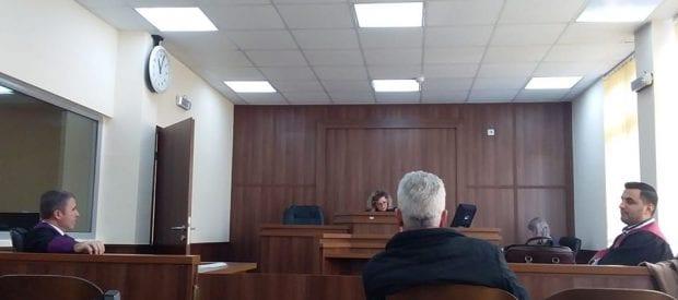 Dragash: Mungesa e të dëmtuarit shtyn seancën ndaj të akuzuarit për dëmtim të pasurisë